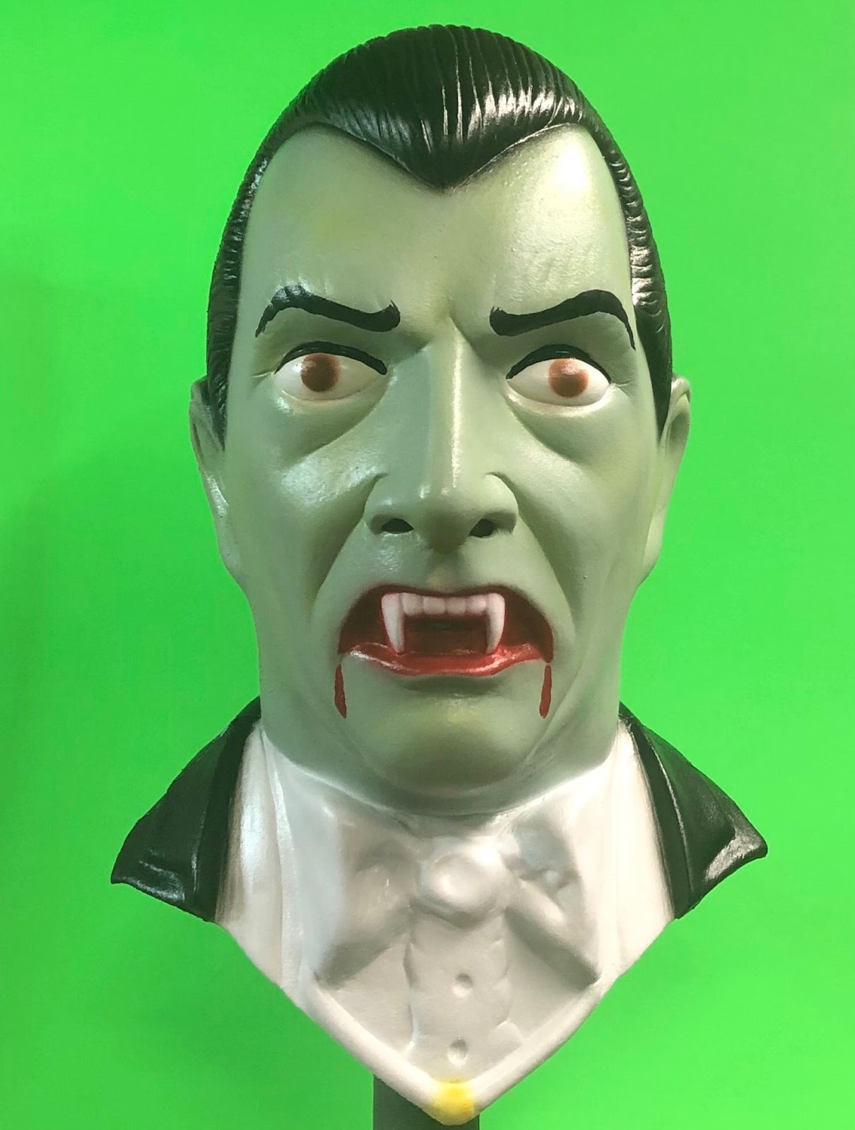 [News] Last Chance for LootCrate's Dracula Mask
